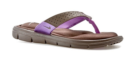 ea6fc106a I scored these Nike flip flops today at DSW on my lunch hour. (Don t worry